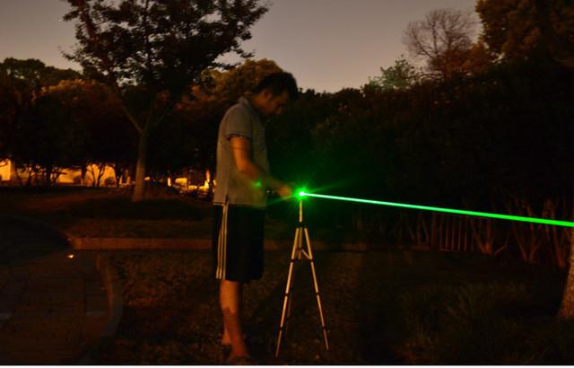 緑色5000mWレーザーポインターは明るく